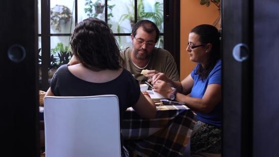Rodaje del la obra de ficción Coopera-T, realizada con metodología de audiovisual participativo , realizada por Trasfoco Escuela Audiovisual Itinerante para no Audiovisualistas en San Bartolomé de la Torre, Huelva